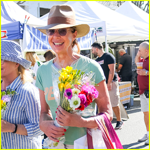 Allison Janney Buys Flowers at Farmers Market in Studio City