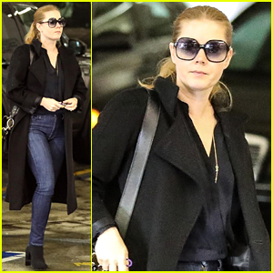 Amy Adams Runs Some Rainy Day Errands in L.A.