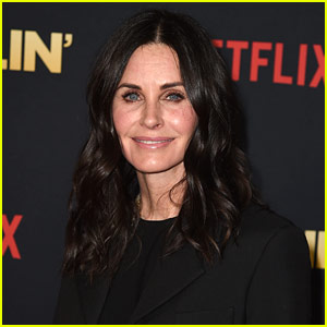 Courteney Cox Returns to 'Friends' NYC Apartment (Video)