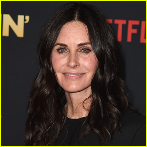 Courteney Cox Recreates Iconic 'Friends' Scene with Fiance Johnny McDaid - Watch Here!