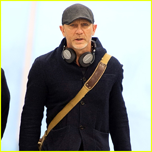 Daniel Craig Catches a Flight Out of New York City