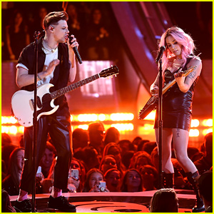 Halsey Performs 'Without Me' & '11 Minutes' With Yungblud & Travis Barker at iHeartRadio Music Awards 2019 - Watch!