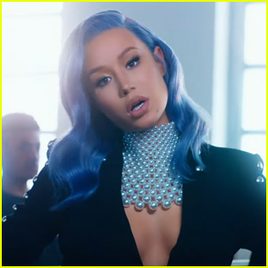 Iggy Azalea Drops 'Sally Walker' Music Video - Watch Now!