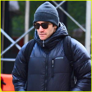 Jake Gyllenhaal Bundles Up for Day Out in NYC