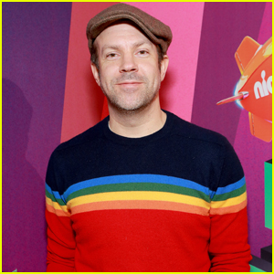 Jason Sudeikis Hits the Orange Carpet at Kids' Choice Awards 2019