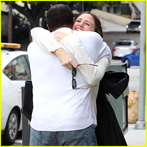 Jennifer Garner Reunites with Alias' Carl Lumbly, Gives Him the Biggest Hug!
