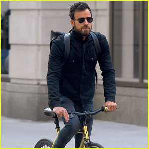 Justin Theroux Takes His Bike For a Spin Around New York City!