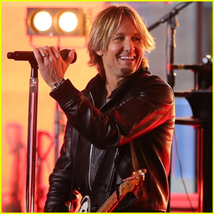 Keith Urban Rocks Out on Stage in London!