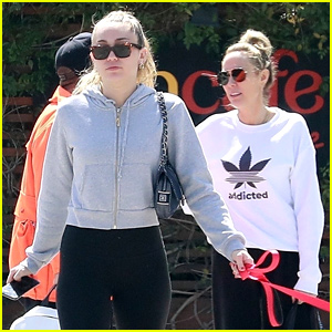 Miley Cyrus & Mom Tish Step Out to Grab a Vegan Lunch