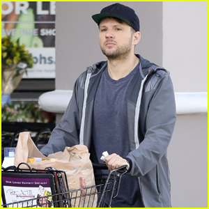 Ryan Phillippe Gets Some Shopping Done in L.A.