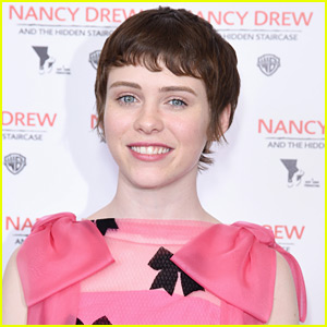 Sophia Lillis Talks About the Pressure of Playing Nancy Drew