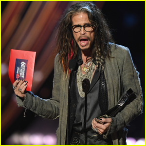 Steven Tyler Presents Song of the Year at iHeartRadio Music Awards 2019!
