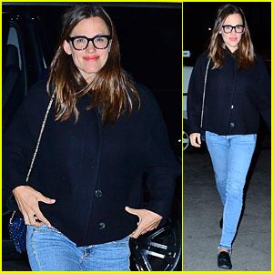 Jennifer Garner Steps Out for Dinner in New York City