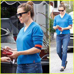Jennifer Garner Heads Out After Running Errands in Brentwood