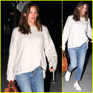 Jennifer Garner Enjoys a Girls Night Out in Los Angeles