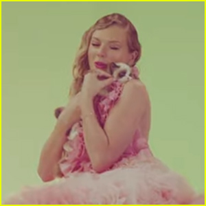 Taylor Swift Shares the Adorable Moment She Met Her New Cat Benjamin Button on the 'Me!' Video Set - Watch!