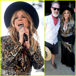 Tom Hanks Supports Rita Wilson as She Performs at Stagecoach!