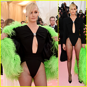 Amber Valletta Rocks a Sexy Look at Met Gala 2019