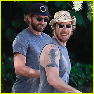 Dax Shepard Shows Off Arm Muscles During Griffith Park Hike
