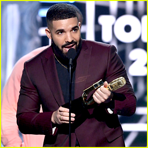 Drake Dedicates His Billboard Music Award to Arya Stark!