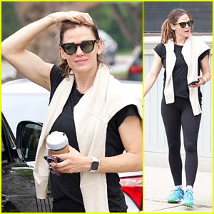 Jennifer Garner Grabs a Coffee After Her Morning Workout in Brentwood