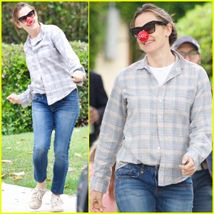 Jennifer Garner Dances in the Street to Celebrate Red Nose Day