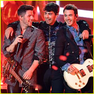 Jonas Brothers Perform 'Sucker' at Billboard Music Awards 2019 - Watch the Video!