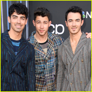 The Jonas Brothers Suit Up for Billboard Music Awards 2019!