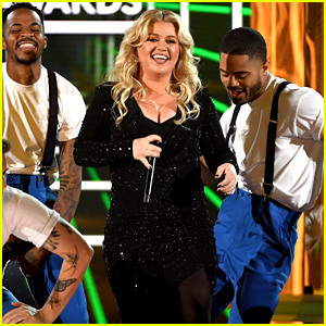 Kelly Clarkson Sings a Medley of Other Artists' Songs for BBMAs 2019 Opening!