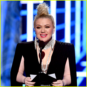 Kelly Clarkson Broke Down in Tears After Hosting BBMAs Because of Appendicitis Pain