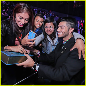 Aladdin's Mena Massoud Gets Close With Fans at Mexico Fan Screening