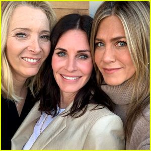 Courteney Cox Reunites with 'Friends' Co-Stars Jennifer Aniston & Lisa Kudrow for Her Birthday!