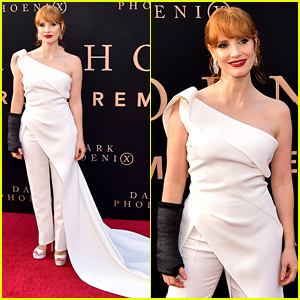 Jessica Chastain Wears a Cast
