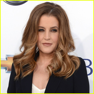 Lisa Marie Presley Shares Sweet Family Photo with All Four Kids!