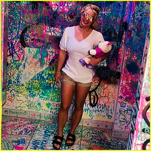 Britney Spears Visits an Art Gallery With Boyfriend Sam Asghari