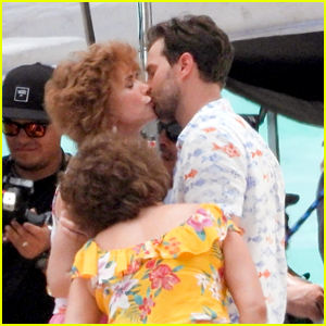 Kristen Wiig & Jamie Dornan Kiss on the Beach for 'Barb & Star' Movie!