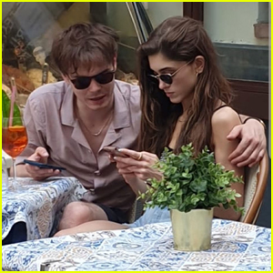 Natalia Dyer & Charlie Heaton Keep Close During Lunch in Italy