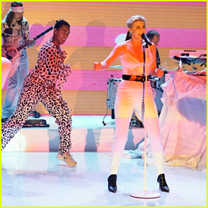 Robyn Performs Medley of 'Between the Lines' & 'Love Is Free' on 'Fallon' - Watch Here!