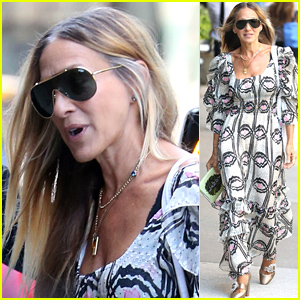 Sarah Jessica Parker Looks Stylish While on a Stroll in New York City
