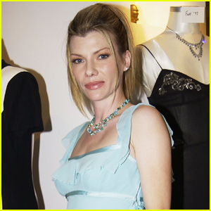 Stephanie Niznik Dead - 'Everwood' Actress Dies at 52