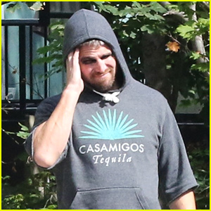 Stephen Amell Suits Up In Arrow Suit For First Time On Final Season