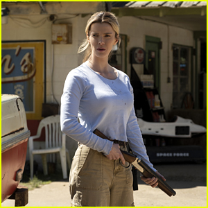 Betty Gilpin, Emma Roberts & Hilary Swank Star in 'The Hunt' - Watch the Trailer!