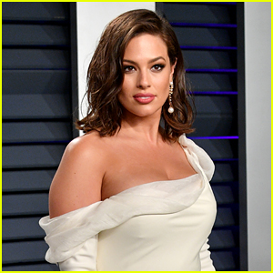 Pregnant Ashley Graham Shows Off Stretch Marks on Her Body