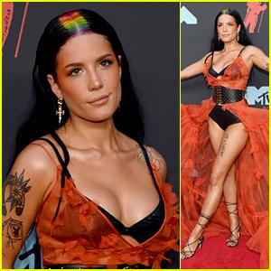 Halsey Rocks Rainbow Roots on the Red Carpet at MTV VMAs 2019