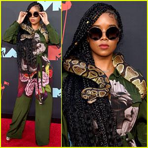 Nominee H.E.R. Brings a Snake to the MTV VMAs 2019