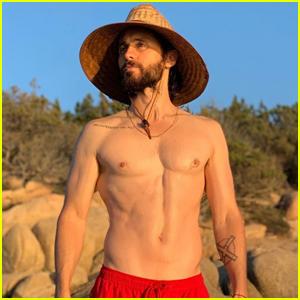 Jared Leto Goes Shirtless During 'Hot Girl Summer' Getaway!
