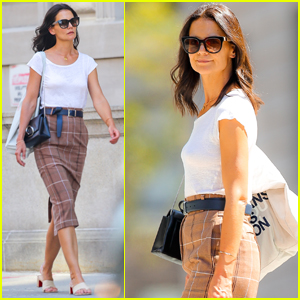 Katie Holmes Struts Her Stuff While Out in New York City