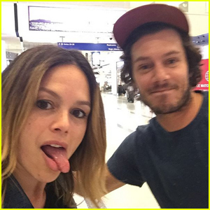 Adam Brody & Rachel Bilson Have 'The OC' Reunion at JFK Airport!