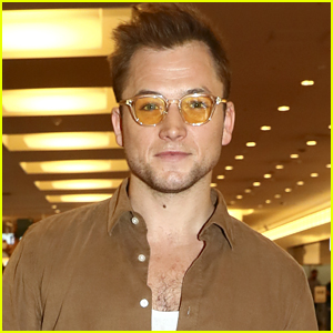 Taron Egerton Arrives in Japan to Promote 'Rocketman'!