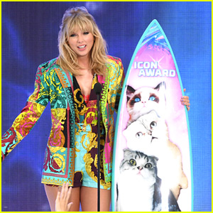 Taylor Swift Gives Inspiring Fans, Encourages Fans to Stand Up for Themselves at Teen Choice 2019
